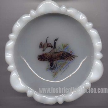 Vintage milkglass ashtray Canada goose picture