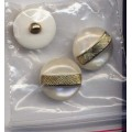 Buttons White Pearl Gold Shank 43 D4115